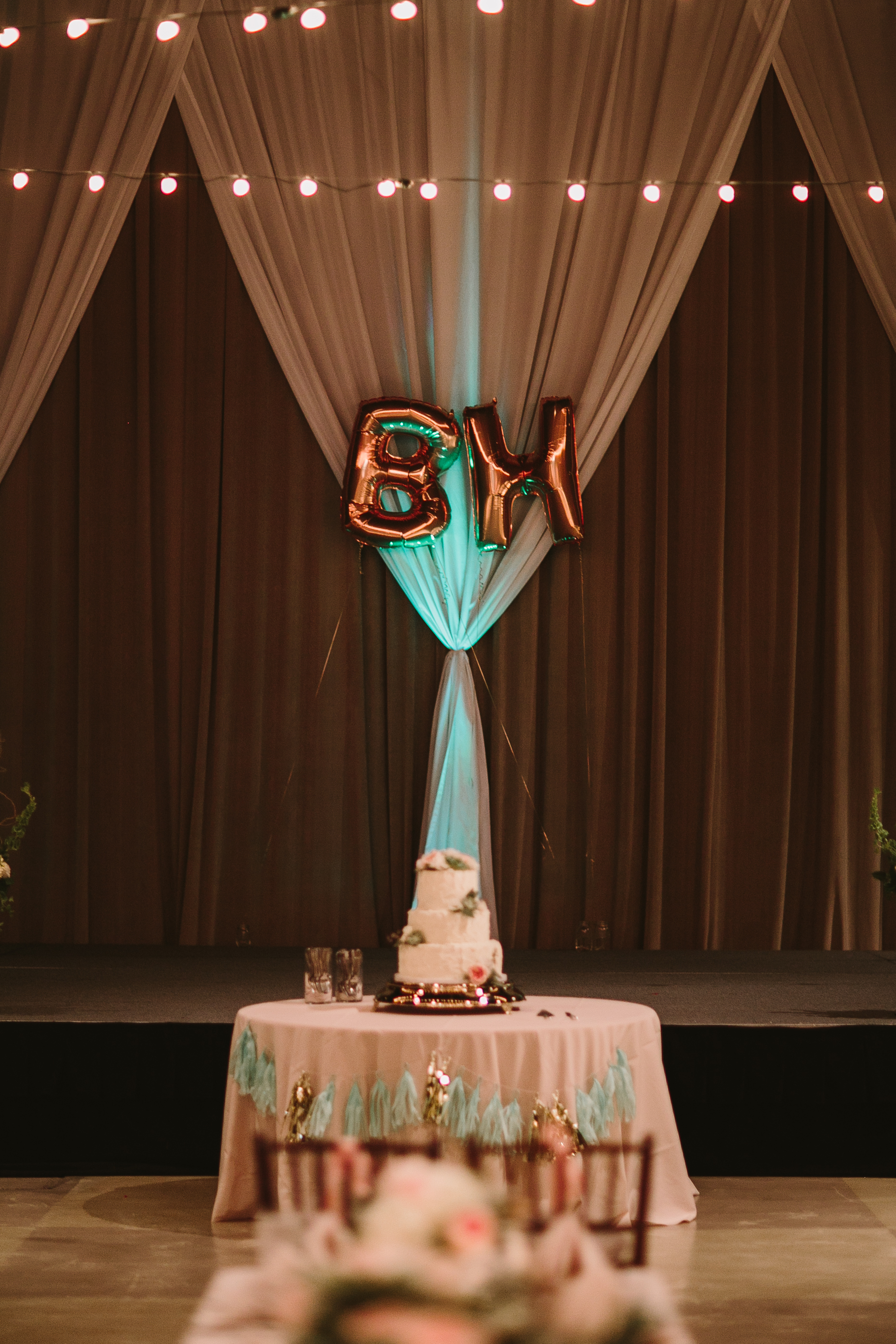 modern mint and gold wedding reception