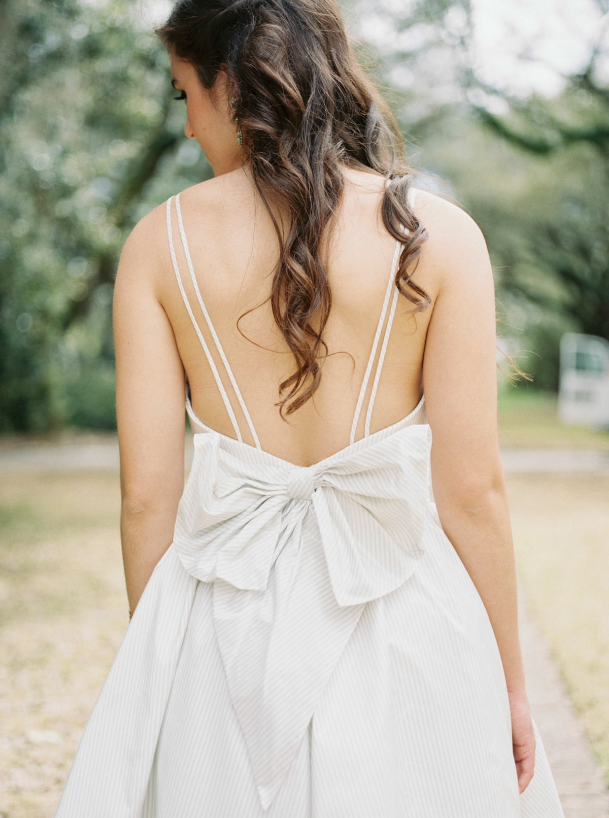 Coupla sneak peeks of my favorite professional project -- a styled shoot in Charleston with  Amy Nicole  &  Karis Floral Design . Gorg gown by  Modern Trousseau , rentals by  EventHaus , hair & makeup by  Studio M Salon , all at  Legare Waring House .