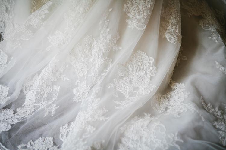 chantilly lace veil