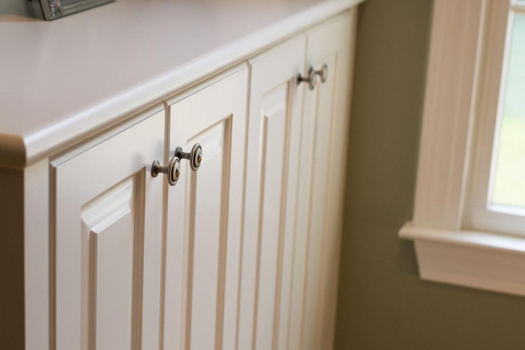 White built in book shelves cabinets delaware custom cabinetry (3).jpg