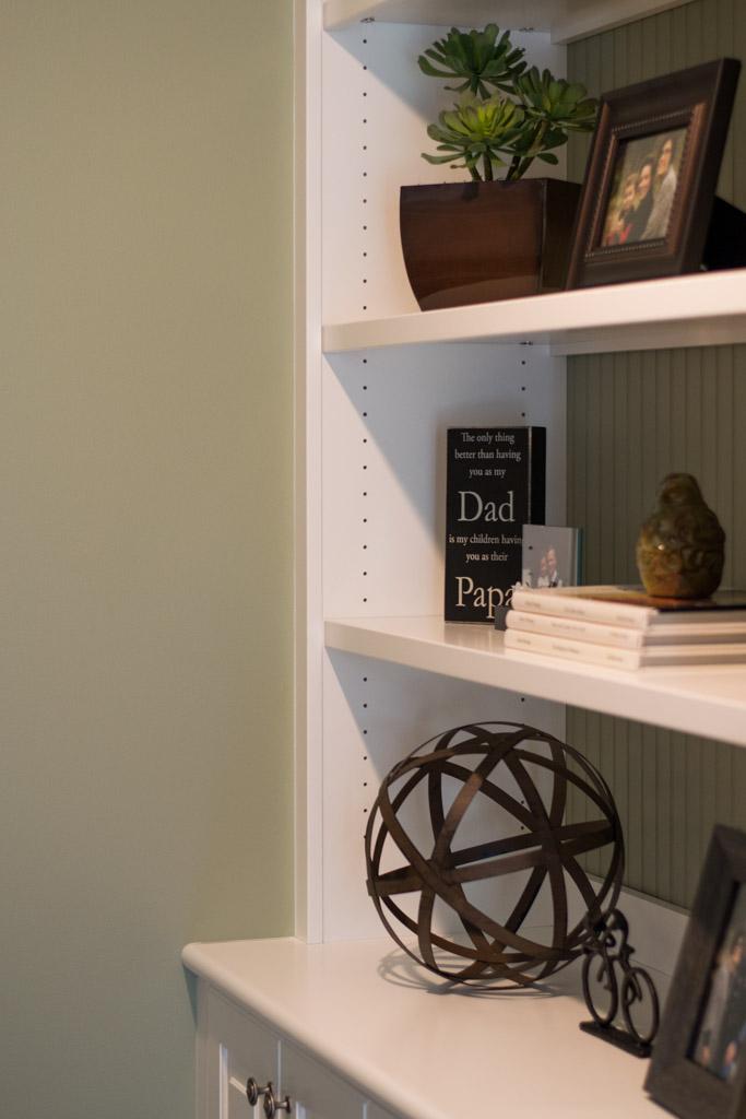 White built in book shelves cabinets delaware custom cabinetry (4).jpg