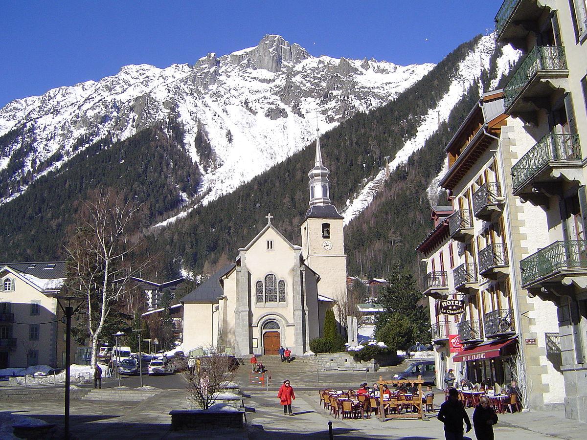 1200px-Chamonix_(l'église).JPG