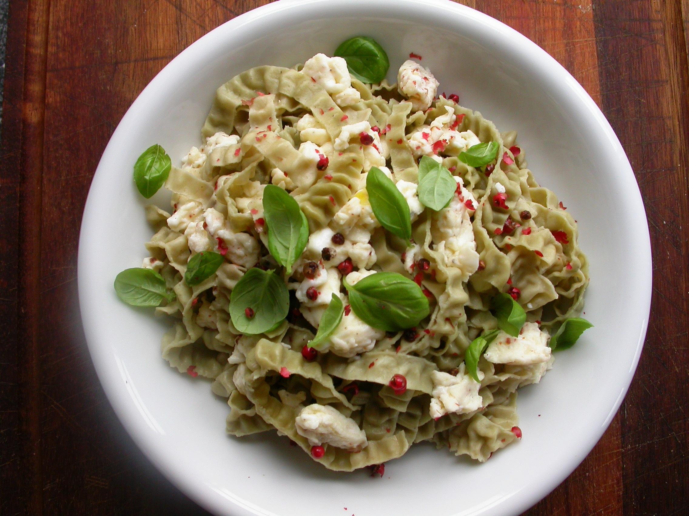 Sojabønne fettuccine pasta med lynstegt æg