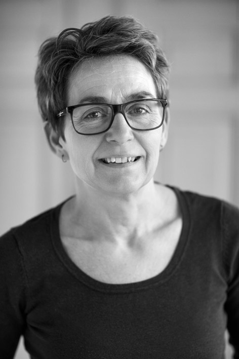 Jeg hedder  Pia Andreassen , har en  bacherol i ernæring og sundhed  og arbejder som freelance  madskribent og foodstylist . Min blog fylder jeg med  proteinrige opskrifter fra eget køkken  og desuden inspiration til en  sundere livsstil .
