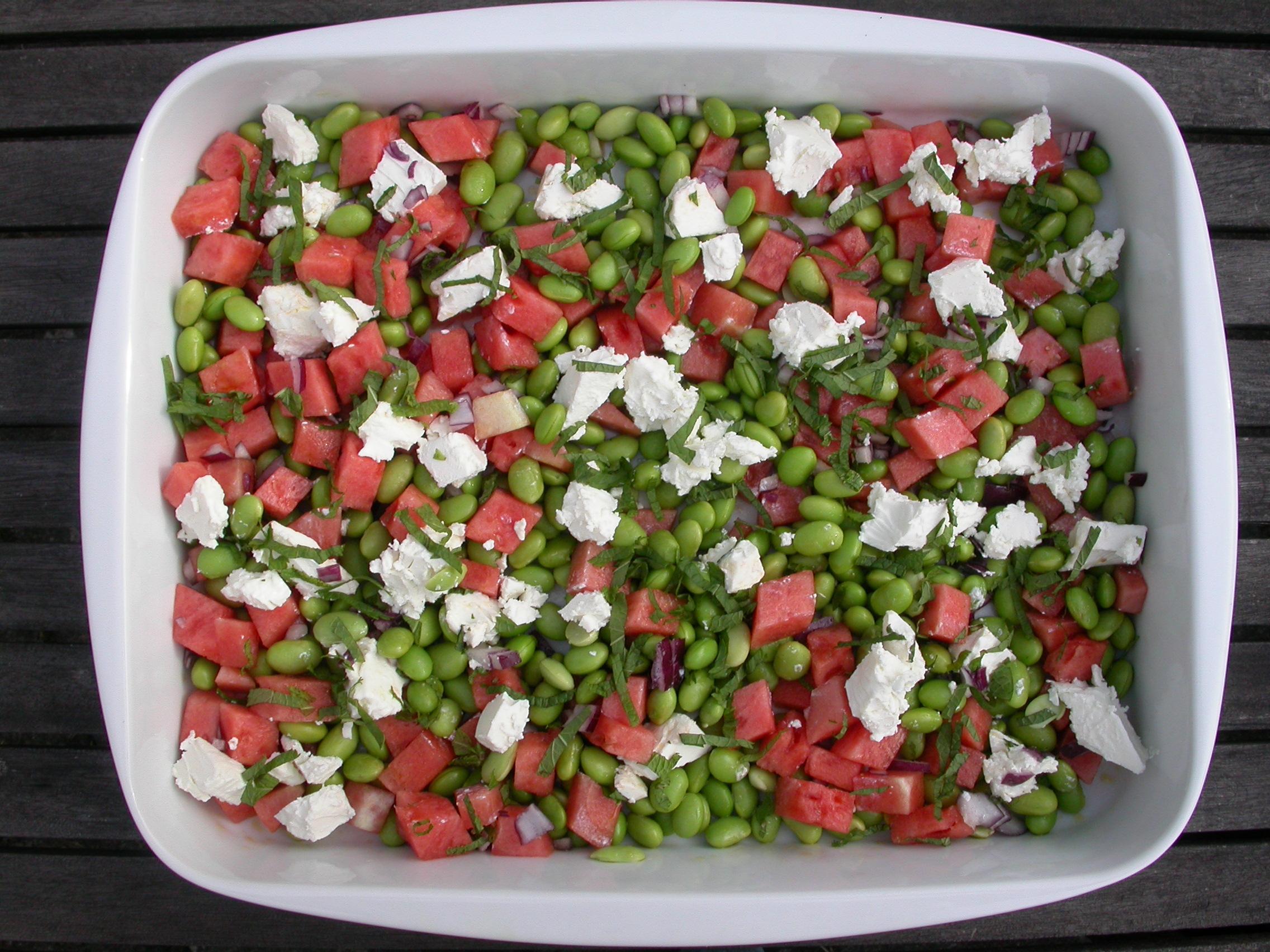 salat med edamame, vandmelon og feta