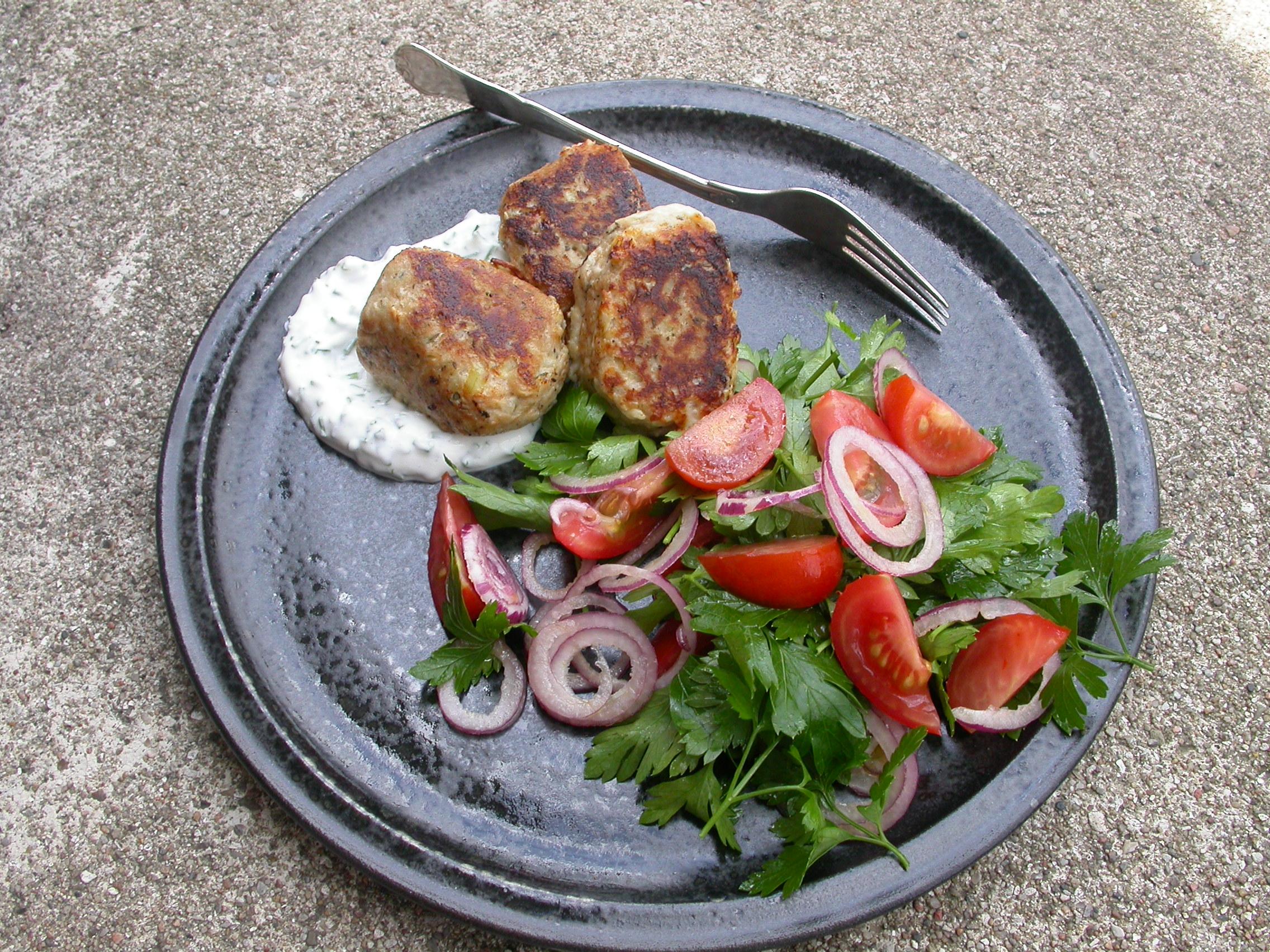 Glutenfri tunfrikadeller og salat