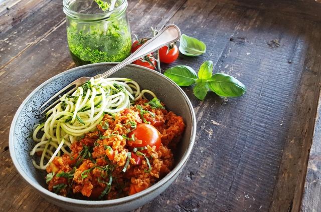 Spicy vegansk gryde og squashspaghetti