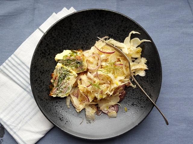 Æggemuffins med skinke og fennikelsalat