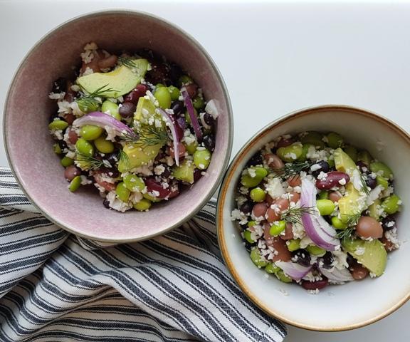 Salat med edamame bønner, blomkål og avokado
