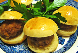 Mini Burgers Photo : Ja ckie Cameron