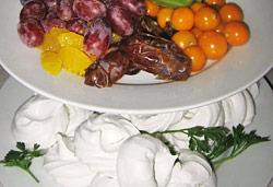 Mini Pavlovas and Fruit  Photo : Jackie Cameron