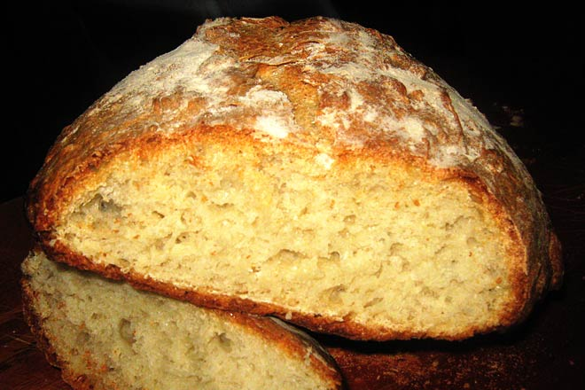 Old Style Crusty White Bread  Photo : Jackie Cameron