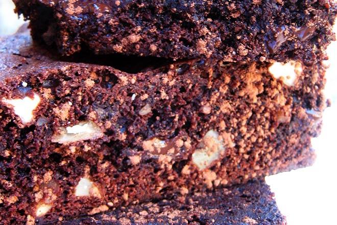 Chocolate and Pecan Nut Brownies  Photo : Jackie Cameron