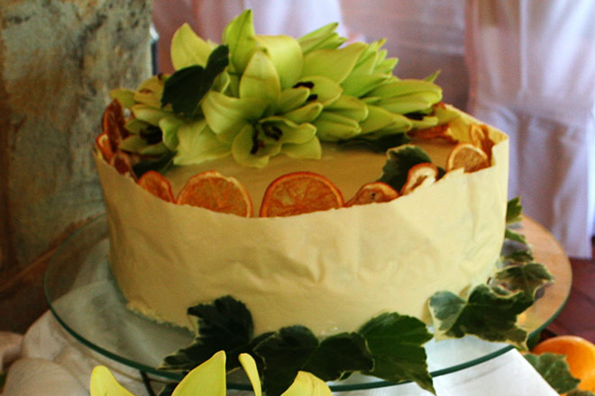 Orange Citrus Wedding Cake  Photo : Jackie Cameron