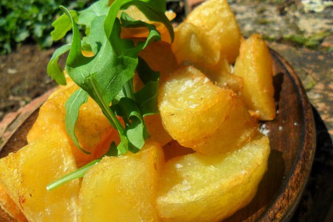 Crispy Roasted Potatoes Photo : Jackie Cameron