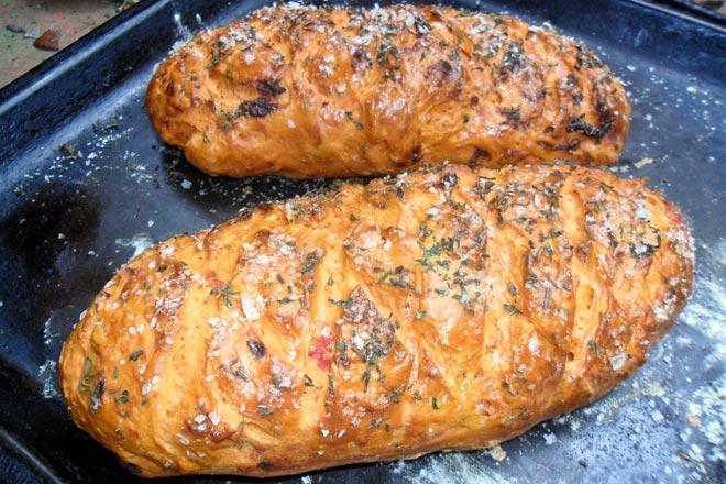 Sun-dried Tomato Bread Photo : Jackie Cameron