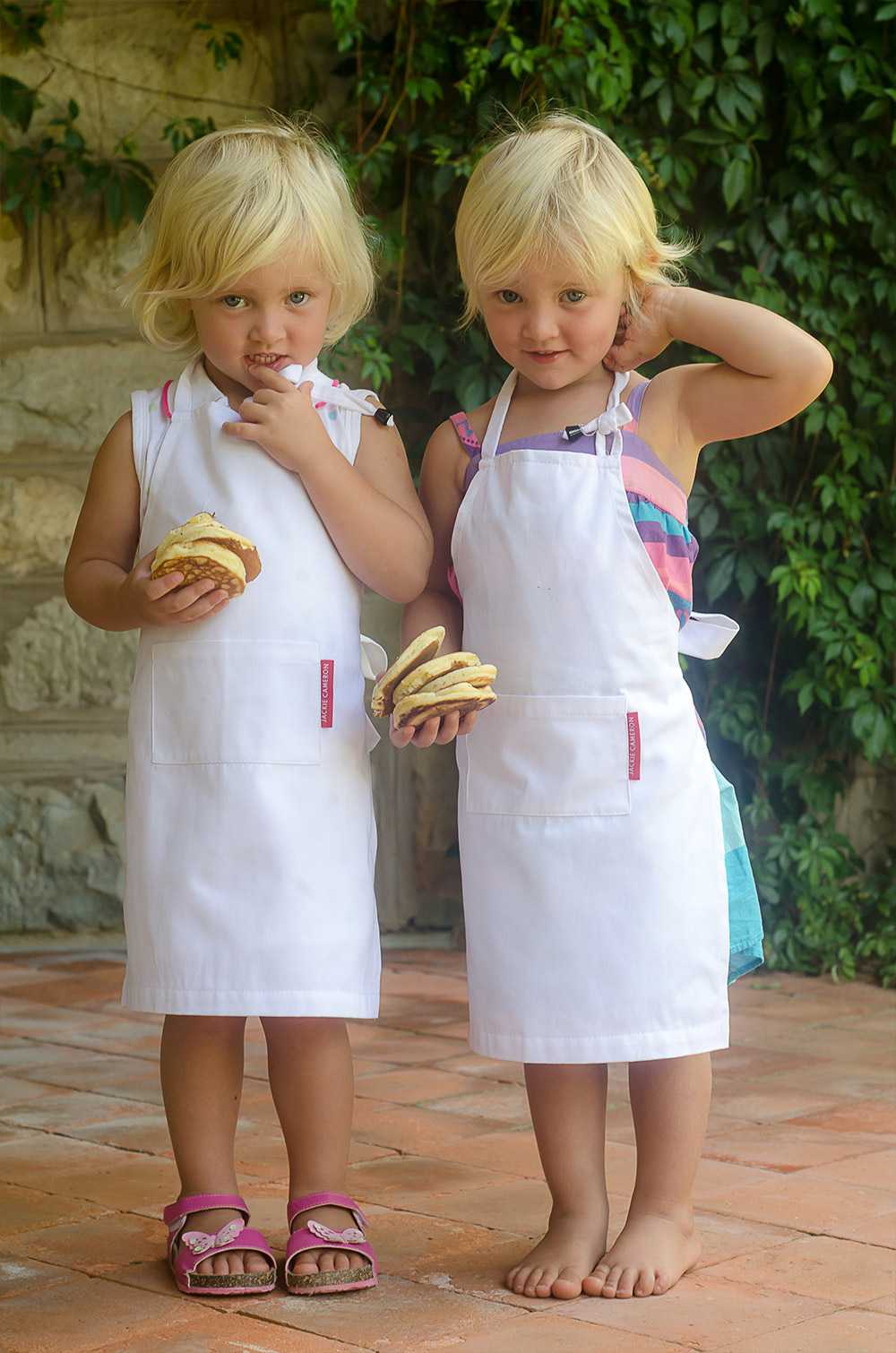 Georgina and Annabelle with their Crumpets / Karen E Photography (p)