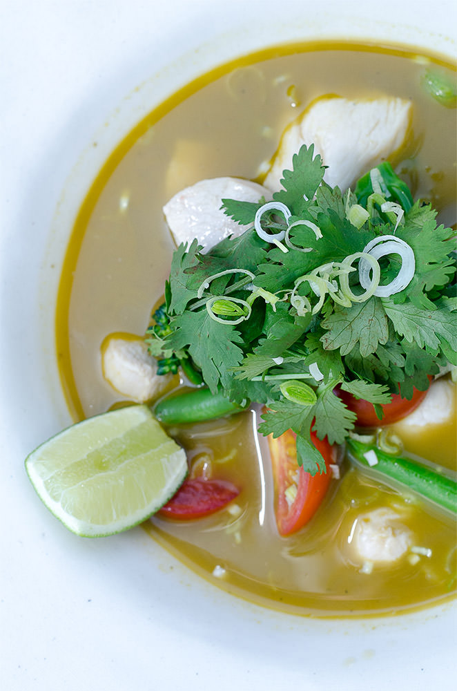 Tom Yum / Karen E. Photography (p)