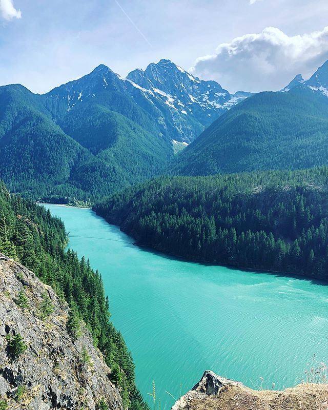 The north cascades National Park is really beautiful. That turquoise water is natural and from the rock sediments rubbing together as the glacier melts. #findyournationalpark #nationalparks #northcascadesnationalpark #dwellinhopetravels