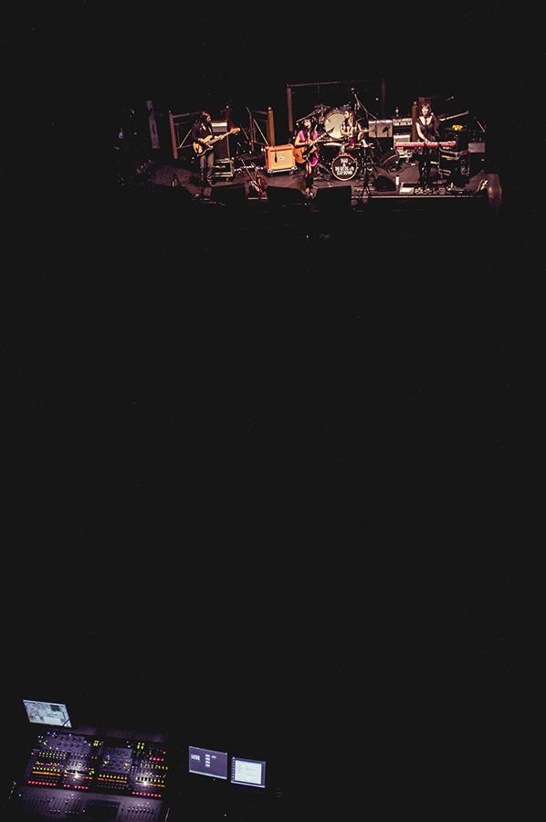 Thao&TheGetDownStayDown_live_supporting_act_lumineers_concert_zurich_silvanozeiter.jpg