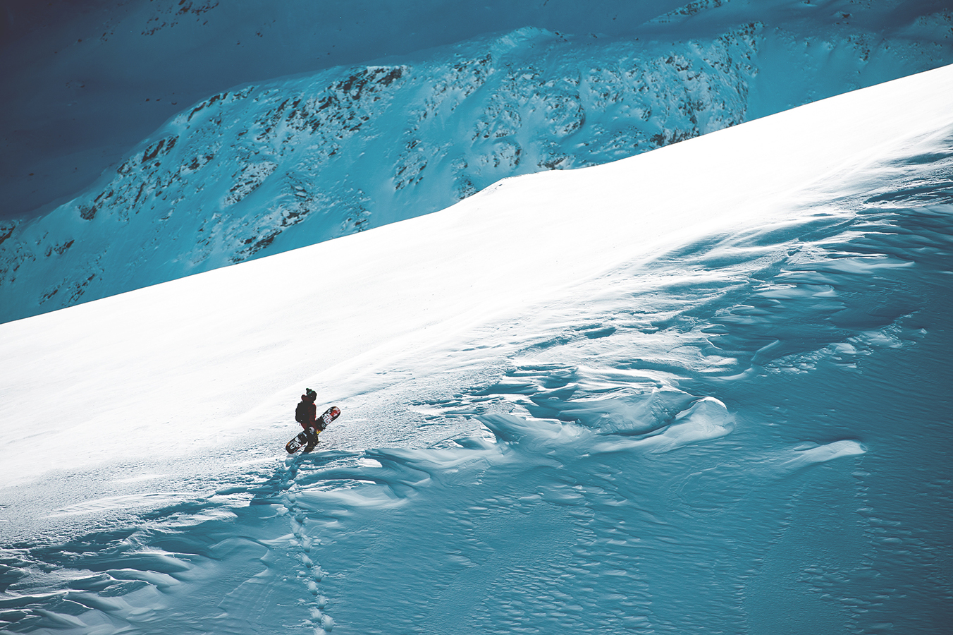 NicolasMüller_Hike_Snowboard_StMoritz_SilvanoZeiter_2.jpg
