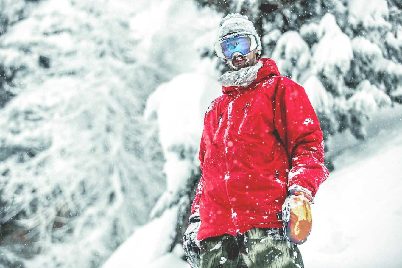 NicolasMüller_Powder_Snowboard_SilvanoZeiter_2.jpg