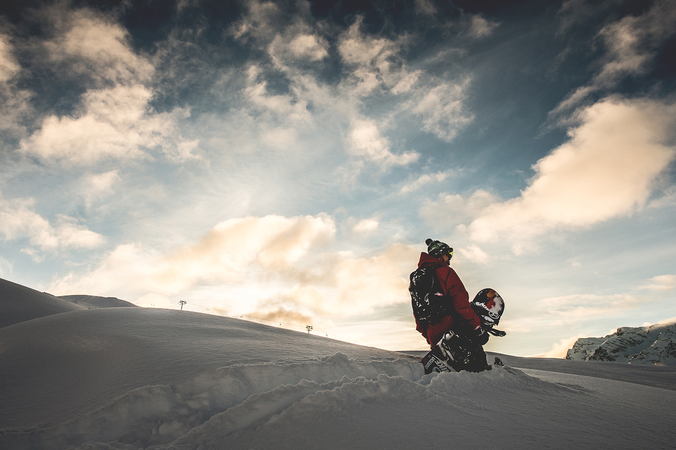 NicolasMüller_Hike_Sunset_Snowboard_StMoritz_SilvanoZeiter_2.jpg