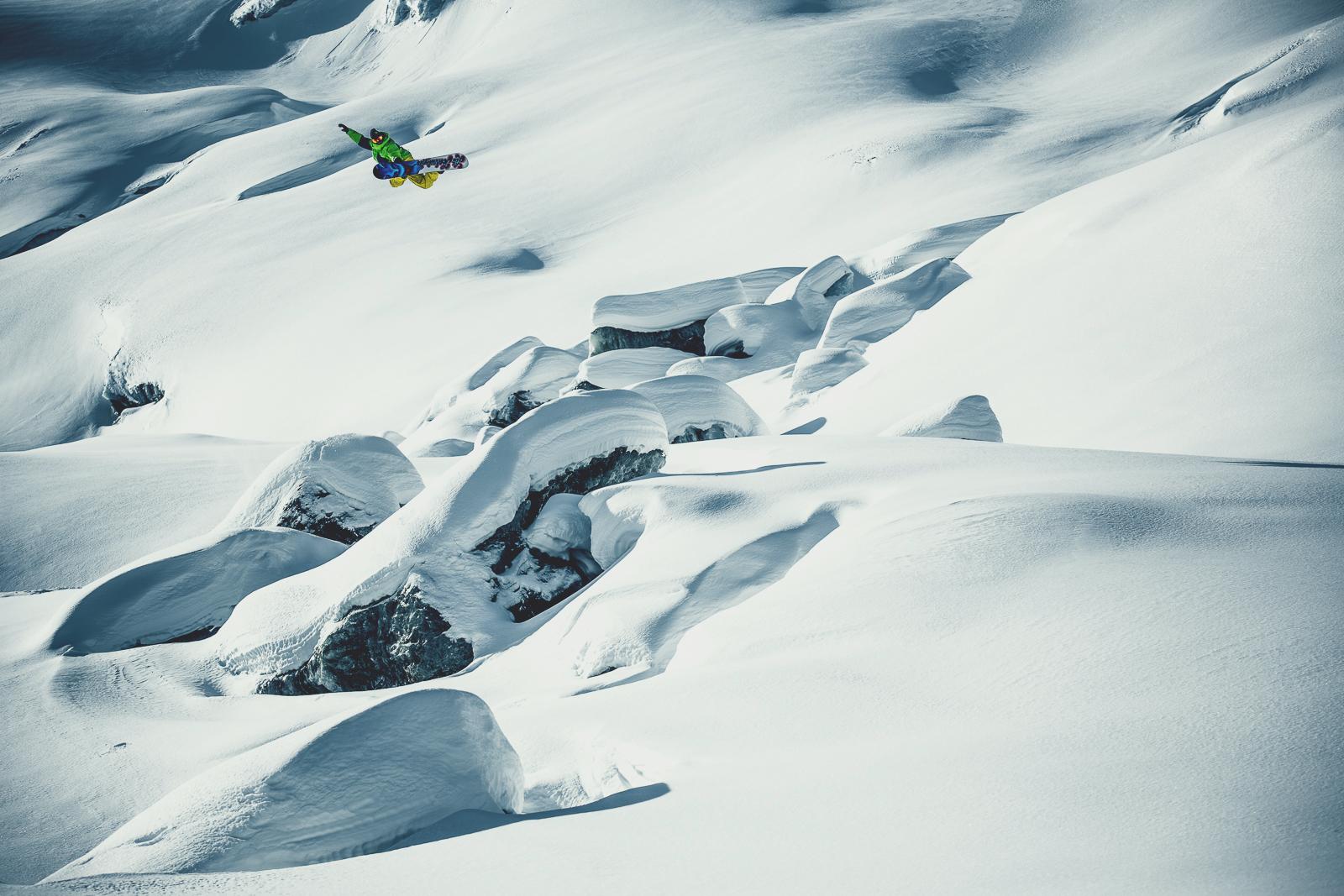 FrederikKalbermatten_SaasFee_Method_Snowboarding_Ice_SilvanoZeiter