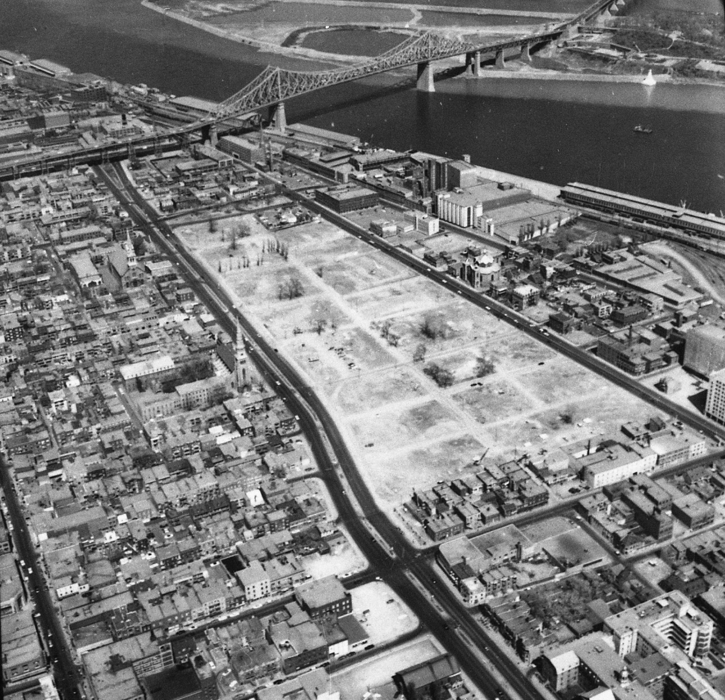 Ville de Montréal Archives, VM94,SY,SS1,SSS15,U124-002