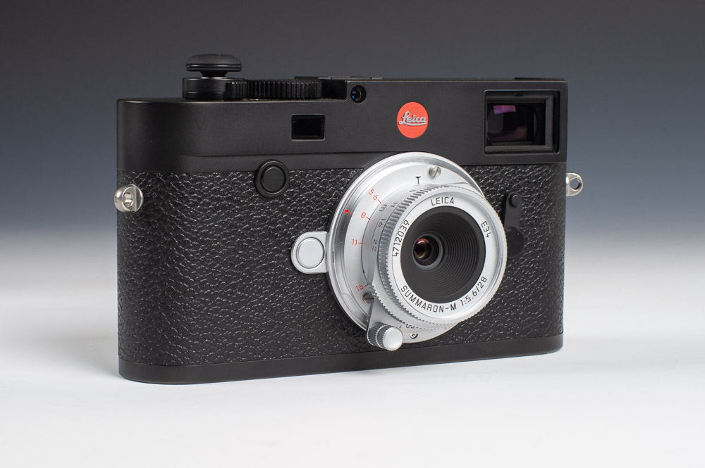 Leica M10 and 28mm Summaron