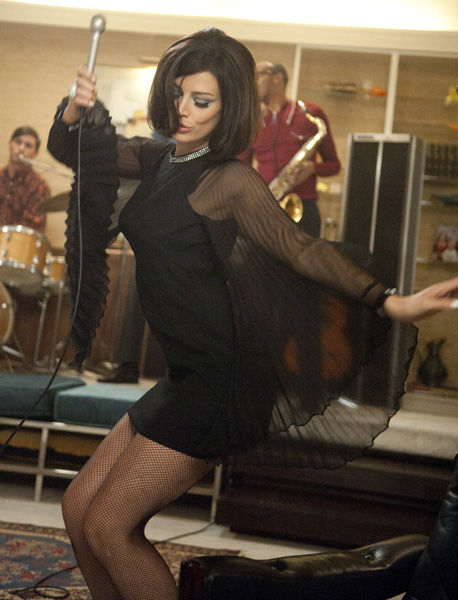 Mad-Men-Jessica-Pare-Megan-little-black-dress-singing-song-season-5-premiere.jpg