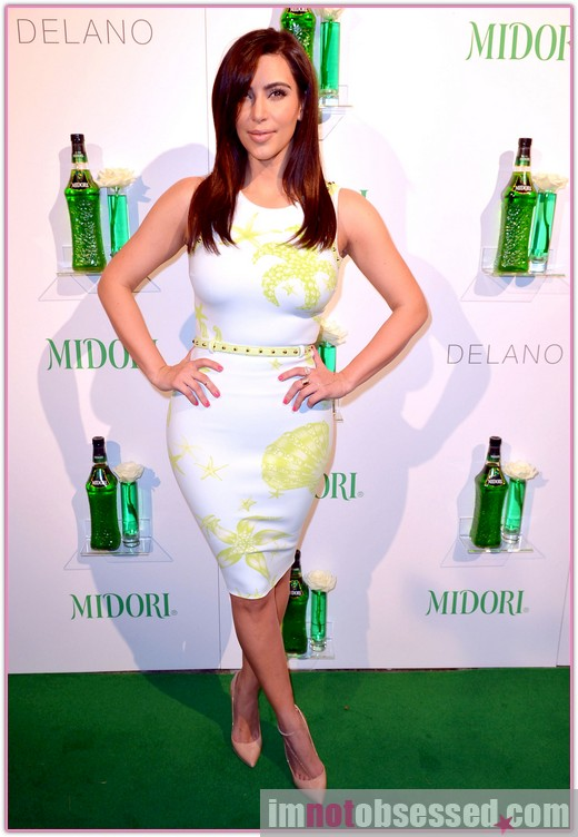 full_kim_kardashian_hosts_05_wenn3999859.jpg