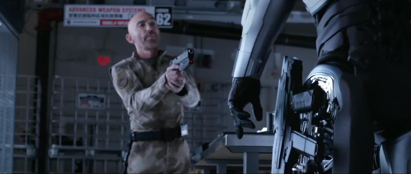 robocop-2014-the-leg-gun.jpg