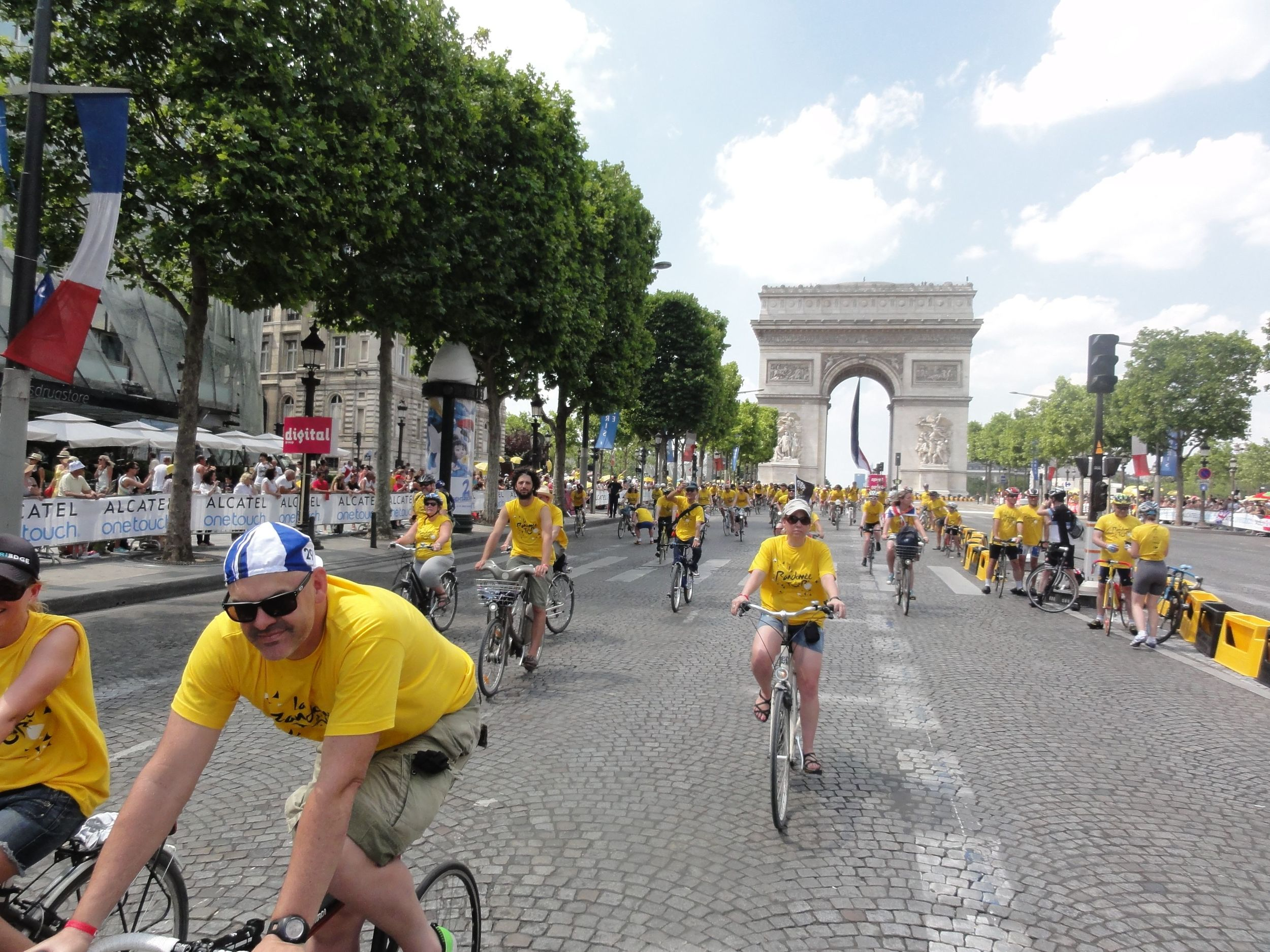 Coming down the Champs-Elysees was a special moment. The crowd was already 6 deep in places and like the MCG on boxing day- to stand on the hallowed ground was fairly awesome! (plus look at the hipster to the left- french cool at it's best!)
