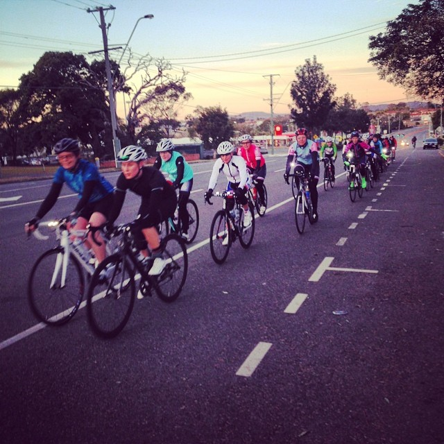 The first group heads towards the bay on Wynnum Road