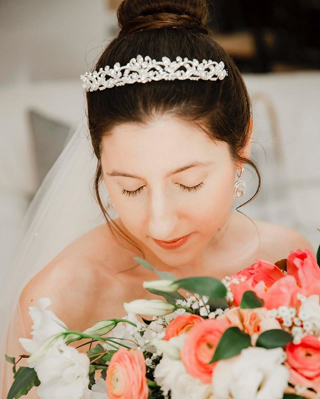 Swooning over Brianna's regal and romantic wedding day style 😍👑