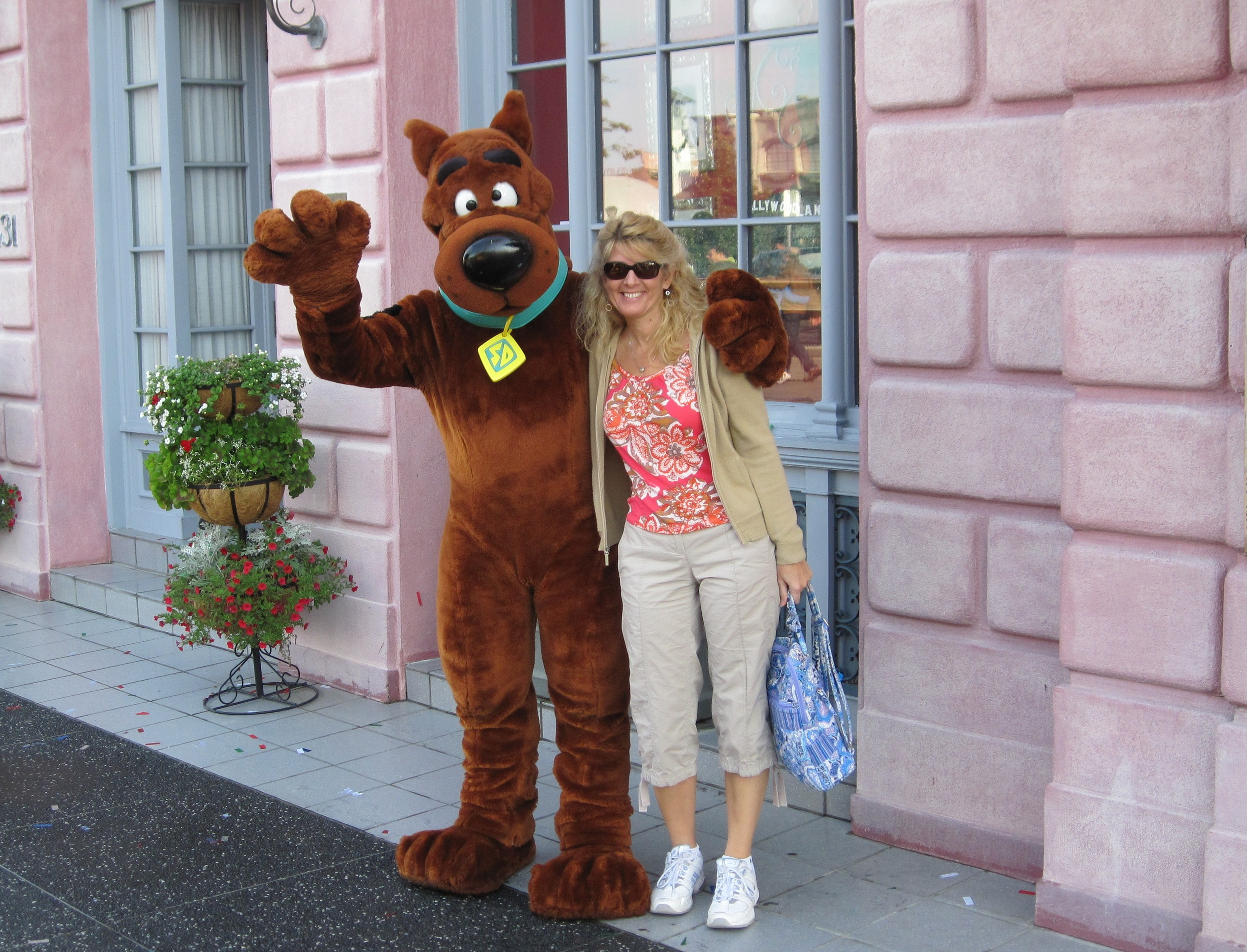 With Scooby Doo at the Universal park.