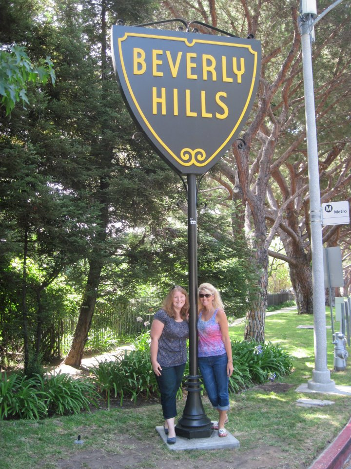 Tour of the stars homes Beverly Hills and BelAir with Lindsey.