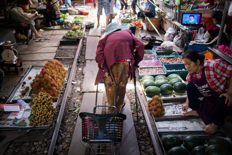 An old woman at the Maeklong Railway market (Talad Rom Hoop)