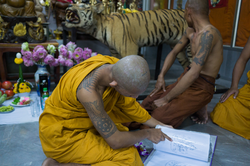 monks_and_tiger
