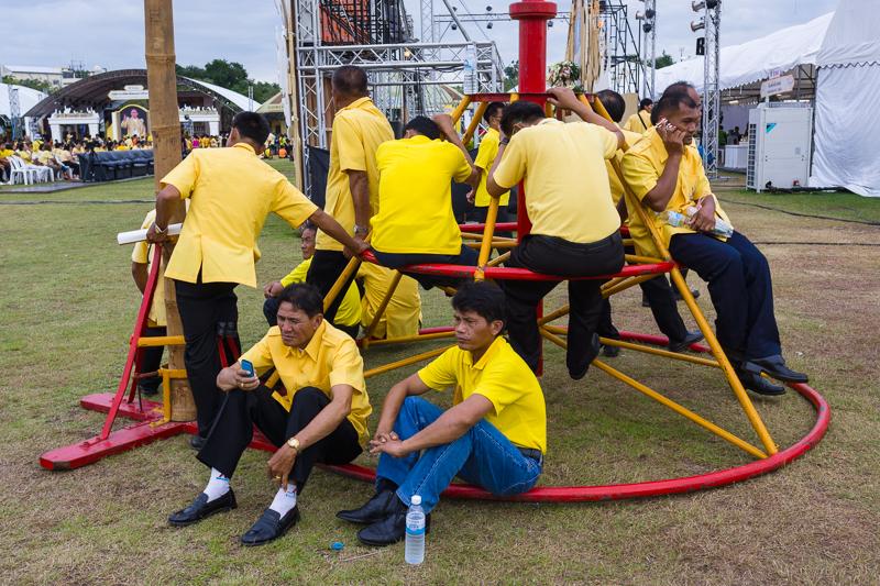 bangkok_people_yellow