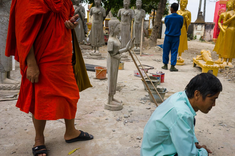 making_buddhas_laos