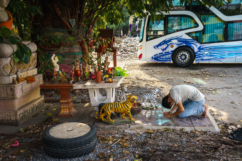 bangkok_bus_shrine_dragon