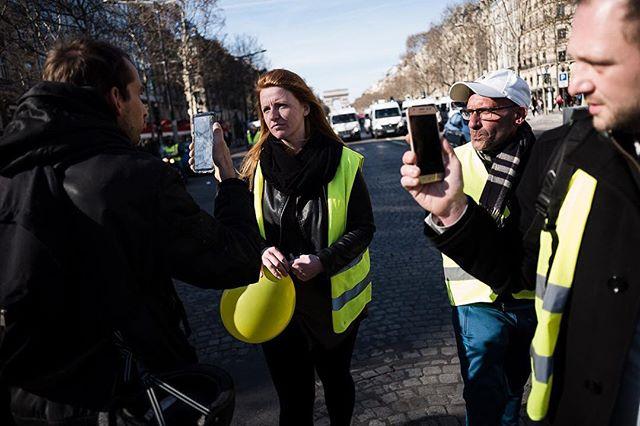 """Paris, France le 17 février 2019 - Trois mois jour après le début de ce mouvement les """"gilets jaunes"""" défilent ce dimanche pour leur acte XV. En début de manifestation Ingrid Levavasseur est interviewée pour un Facebook live. #Photojournalisme #Photojournalism #Social #Demonstration #Manifestation #GiletsJaunes #Leica #M10 #Elmarit28 @leicacamerafrance #leicacamerafrance"""