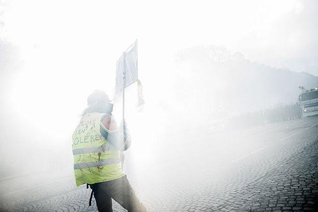 Paris, France le 16 mars 2019 -Acte 18 de la mobilisation des «gilets jaunes». #PourLeMonde @lemondefr  #Photojournalisme #Politique #Politics #Leica #M10 #Elmarit28 @leicacamerafrance #leicacamerafrance