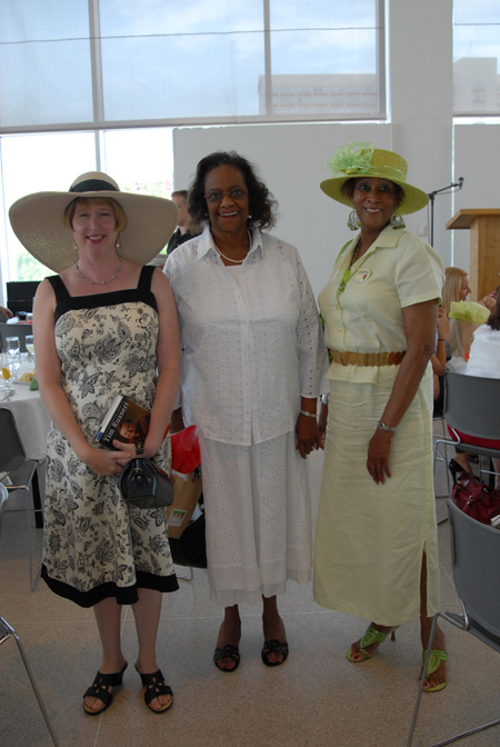 Clothing sponsor Andie Ray of Vagabondia talks with board member Henrietta Grant and Carol Young.