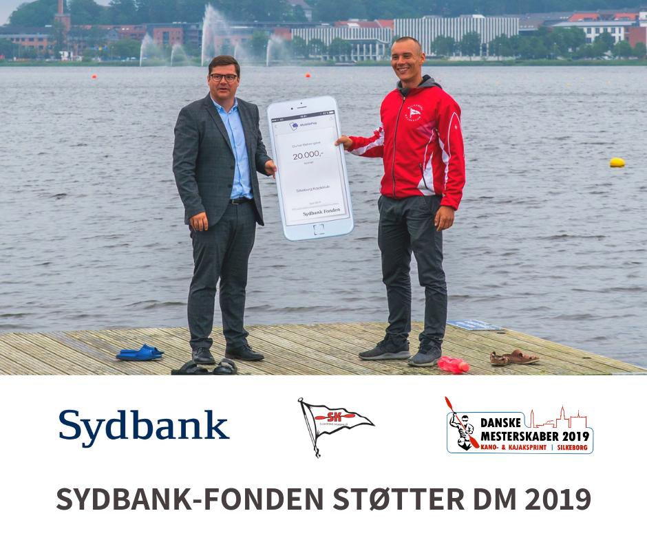 Sydbank-fonden støtter DM - Under Silkeborg Kajakklubs sponsorløb overrakte Sydbank-fonden 20.000 kr. til afholdelsen af DM sprint 2019 👍Tak for støtten, Sydbank 🙏