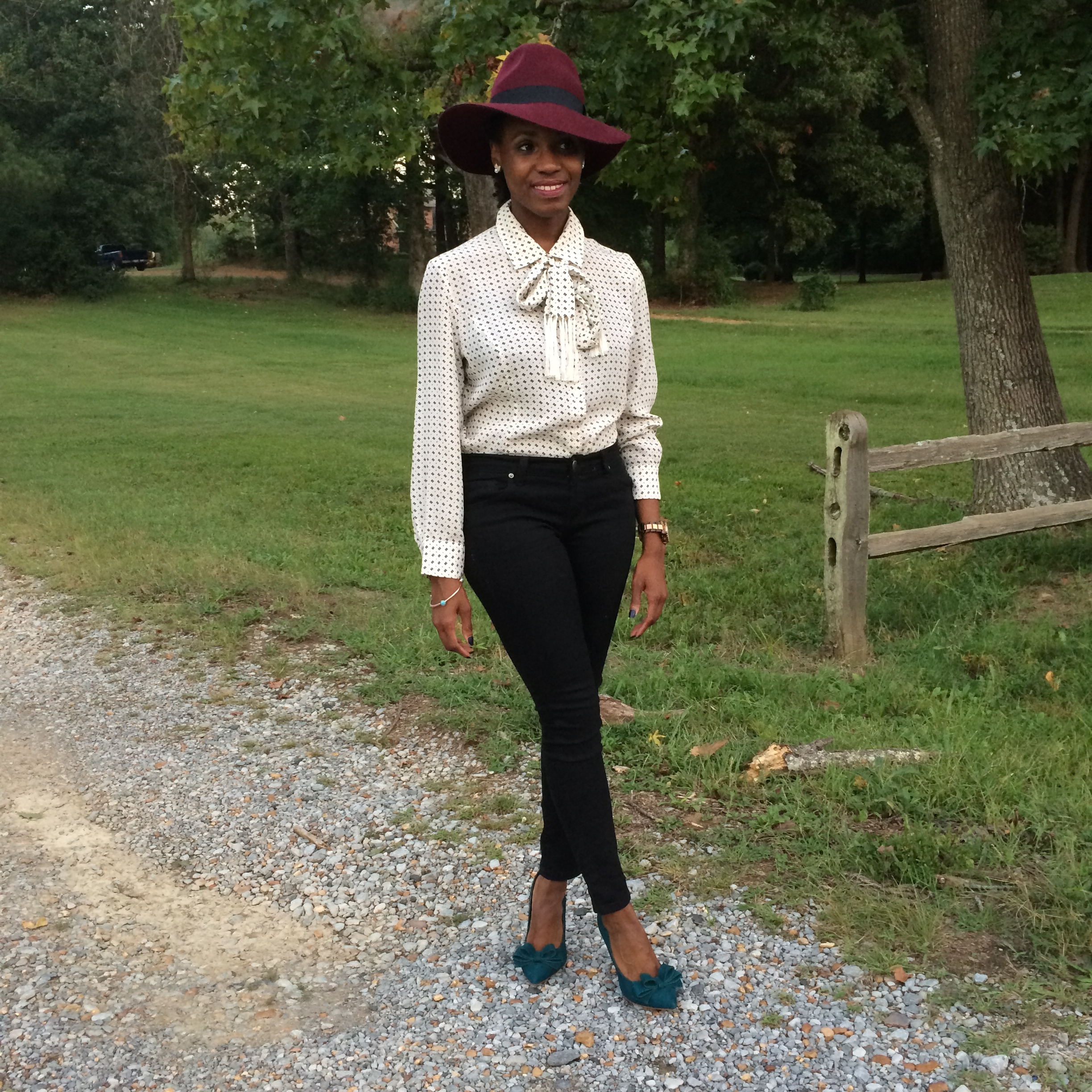 outfit details-hat (similar  here  and  here ) and jeans: forever 21; blouse: vintage; shoes: Steven by Steve Madden (purchase  here )
