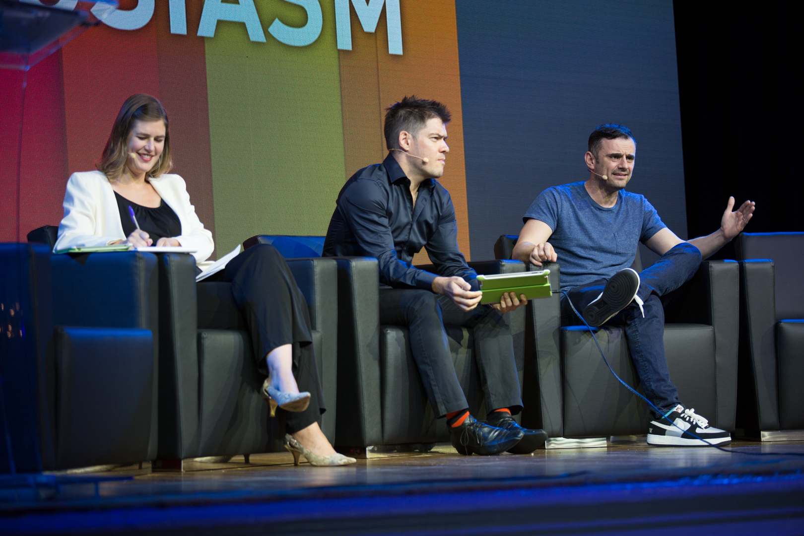 From left to right: co-hosts Sara Critchfield,Founding Editorial Director of Upworthy and Scott Bales,Global Futurist and Digital Strategist of Innovation Labs Asia interviewing the incredibly blunt and though-provoking Gary Vaynerchuk of Vayner Media.