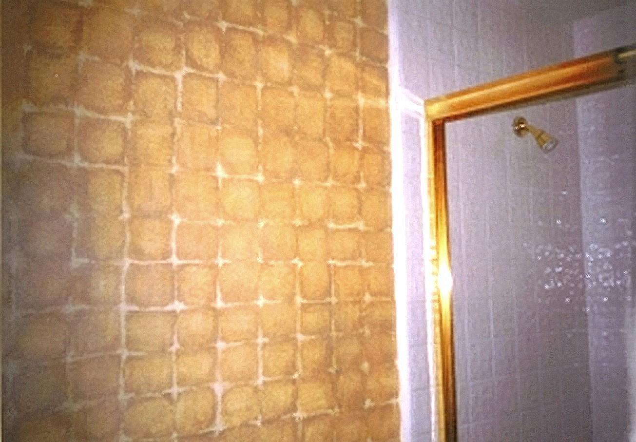faux mettalic squares in bathroom.jpg